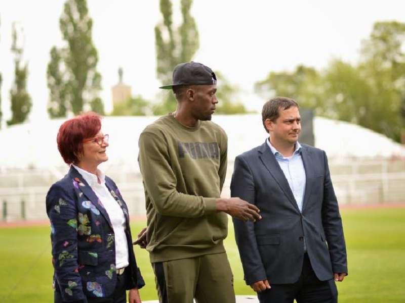 Účast Usaina Bolta je třešničkou na dnešním exkluzivním sportovním dortu